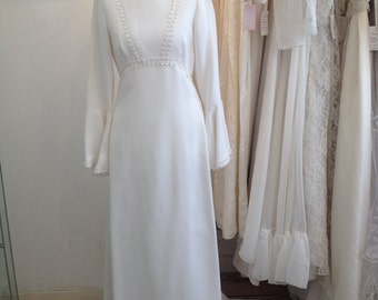 Emily - Gorgeous True 70s Vintage Bridal Dress in White Ivory with Lace Trim