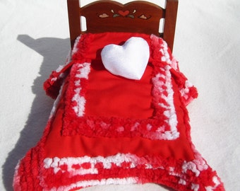 Dollhouse Christmas Bedspread Miniature Chenille Bedspread Mini Red Bedspread for Christmas Red and White Small Doll Bedding Hand Tufted Bed