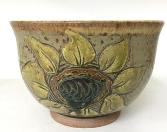 Medium Serving Bowl / Sunflower