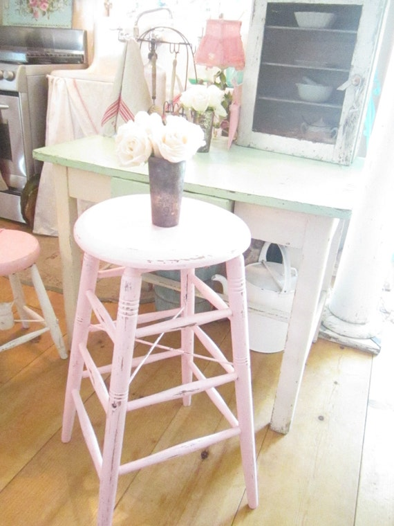 pink stool chippy painted shabby chic stool farmhouse prairie. Black Bedroom Furniture Sets. Home Design Ideas