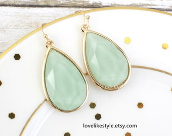 Mint Green Tear Drop Earrings, Bridal Mint Green Earrings, Bridesmaid Earrings, Mint Green Earrings, Mint Tear Drop Earrings