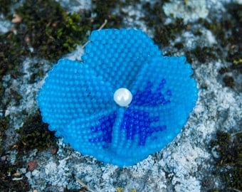 Beadwoven pin - Blue Pansy