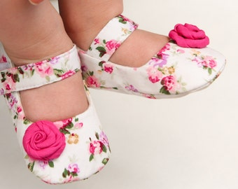 Pink floral baby shoes, cream pink baby shoes, baby girl slippers, christening shoes, wedding flower girl shoes, newborn gift set