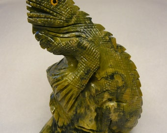 Serpintine Hand Carved Chamilleaon Iguana Gecko Lizard Fetish Statue