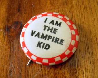 """Antique 1940's """"I am the vampire kid"""" Pinback Button--1-1/4"""" Diameter--Perfect for Vintage Halloween!"""