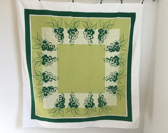 Vintage Tablecloth, Green Tablecloth, Green Grapes Tablecloth, Vintage Table Linens