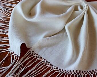 Vintage Linen Display Show Towel Antique Damask Fringe Spider Mums