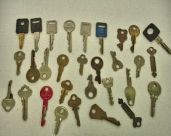 Vintage lot of 30 Keys Car keys flat keys brass keys crafts altered art steampunk Lot no. 14