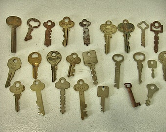 Vintage Lot of 25 Keys-Brass-Rustic Flat-keys craft keys altered art steampunk-Lot no. 43