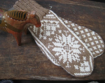 Mittens in Traditional Scandinavian Snowflake Design HEIDI