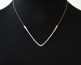 Sterling Silver V Necklace || Minimal Bar || Hammered || Chevron || Geometric Jewelry || Layering Pendant || Triangle || Simple || Metalwork