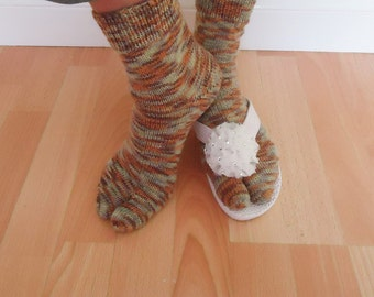 Women Split Toe Socks, Japanesse Tabi Socks, Thong Socks, Flip Flops Socks, Handknitt Socks in Brown, Orange, Grey