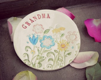 Mother's Day Ceramic Ring Dish Text Flower Plate Colorful Grandmother Gift  Pottery Ring Holder Bridal Shower Jewelry Dish