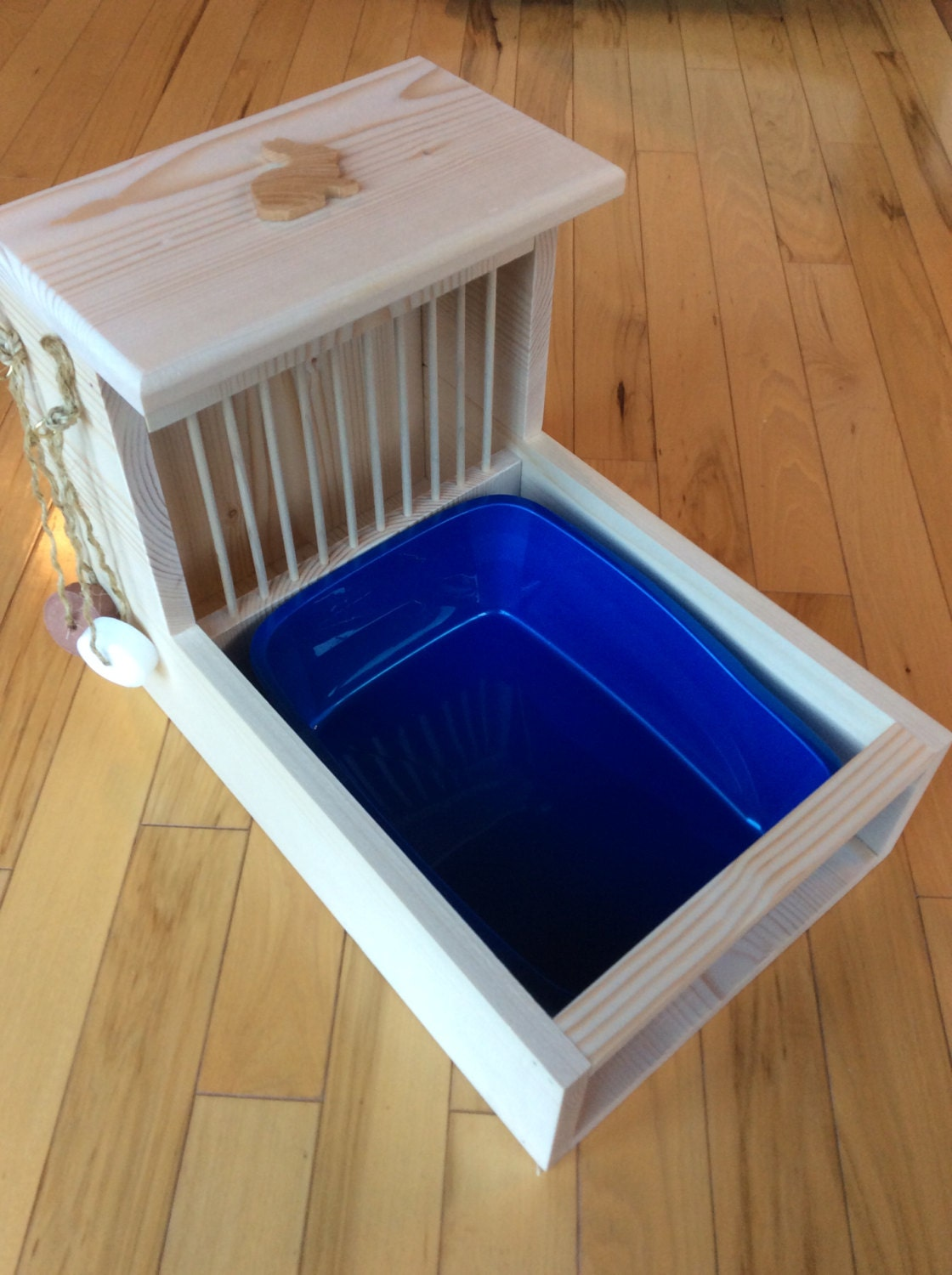 Bunny Rabbit Hay Feeder With Built In Litter By