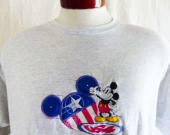 cute kawaii vintage 80's 90's Disney Mickey Mouse Disneyland Disneyworld souvenir heather grey crew neck graphic t-shirt embroidered logo XL