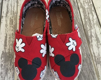 Red Mickey Mouse Glove TINY & Youth TOMS