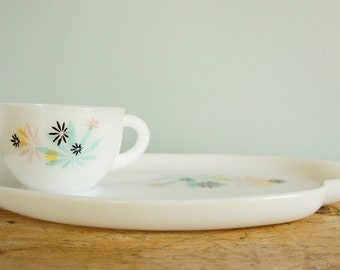 Milk Glass Snack Set Atomic pattern