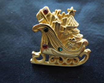 Vintage Christmas Pin.  Santa's Sleigh with Presents.  Excellent Condition.