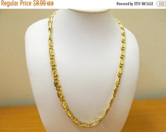 ON SALE Retro Chunky Gold Tone Chain Link Necklace Item K # 1555