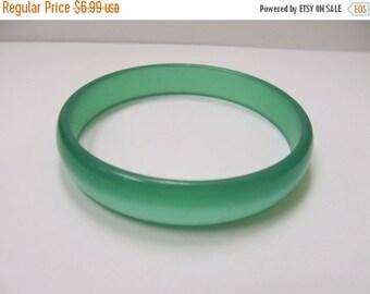 On Sale Vintage Green Moon Beam Lucite Bangle Bracelet Item K # 1670