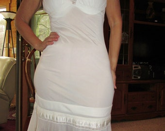 Vintage lingerie, vintage white pleated lace full slip by Henson size 32/34 in excellent condition