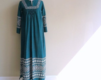 Mayan Guatemalan Folk Dress Hippie Festival Dress SMALL Green Cotton White Embroidery Ethnic Tunic Long Sleeve Maxi Dress Handwoven Handmade