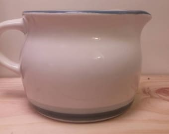 Wonderful NORTHWINDS COLLECTION by Pfaltzgraff Creamer / Gravy Boat in AWESOME Condition!!!
