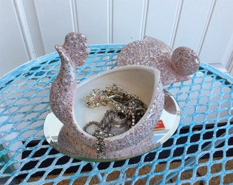 Mid century modern atomic pink chicken trinket covered dish, Frreman McFarlin pottery, white and gold splatter paint, 1958