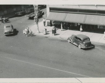 Street Corner, 1947 Vintage Snapshot Photo [510423]