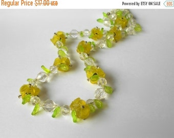 Vintage Flower Necklace lime green lemon yellow