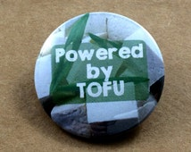 """Tofu Cube pin """"Powered by Tofu"""" Vegan Vegetarian gift 1.25'' Pinback Button or Magnet 