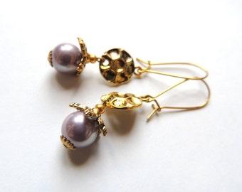 Little Charm Honeycomb Earrings. Antique Gold Earrings. Grey Pearl earrings. Majorica Pearls Earrings.