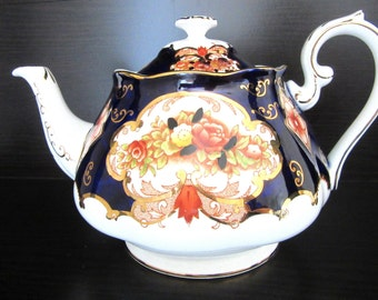 Royal Albert Heirloom Bone China Teapot & Lid Large 6 Cup Size 1970s Gilded Imari Cobalt Blue