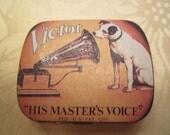 Victor, the curious dog, image on a pill box