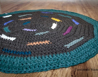 Crochet rug, dark brown