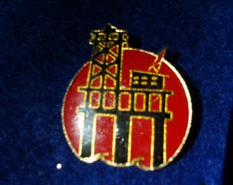 "Vintage 1980's Enamel ""Oil Rig"" pin"