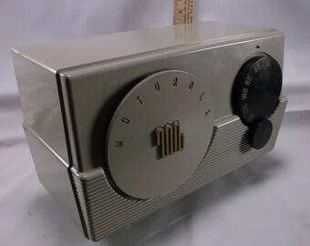 Radio Vintage Atomic Age Motorola AM Tube Grey Bakelite Radio Model 52R Working 1950s Vintage.epsteam