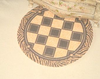 Dollhouse Round Classic Rug. 1:12 Dollhouse miniature rugs.