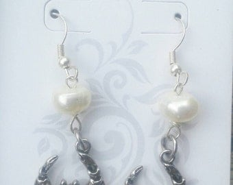 Crab earrings with fresh water pearl