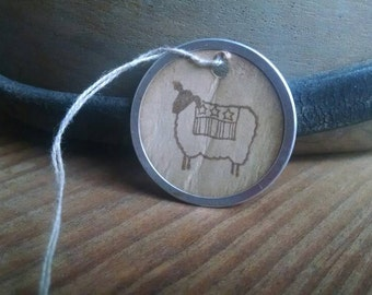 Americana Sheep Gift Tags, Metal Rim Gift Tags with sheep, set of 12, sized 1 9/16'