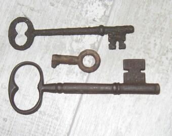 3 Antique Skeleton Keys, lot 8