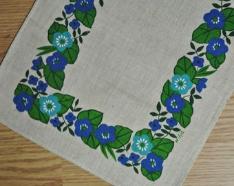 Swedish retro vintage 1950s printed linen tabelcloth runner signed Hilja with conventionalized blue anemone flower motive on beige bottom