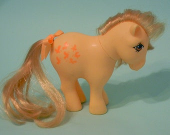 Vintage 1980s My Little Pony Butterscotch with tail ribbon very nice condition