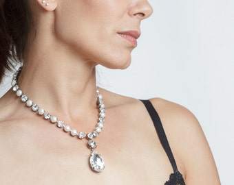 Teardrop pendant necklace made of Swarovski crystals and pearls- Bridal necklace - Wedding jewelry