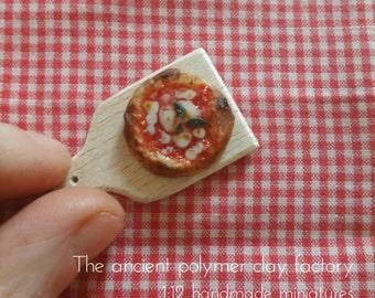 Miniature pizza margherita