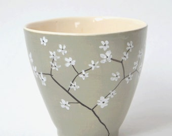 Grey mug with blossom