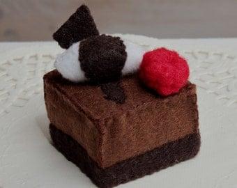 Mini Felt Chocolate Cake- felt cakes, tea party, cute deco