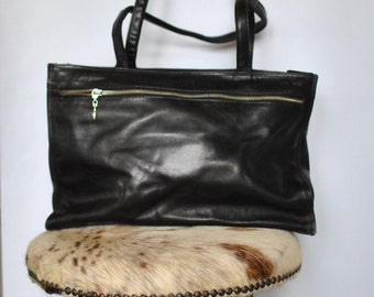 Vintage LEATHER HANDBAG , black leather bag....(191)