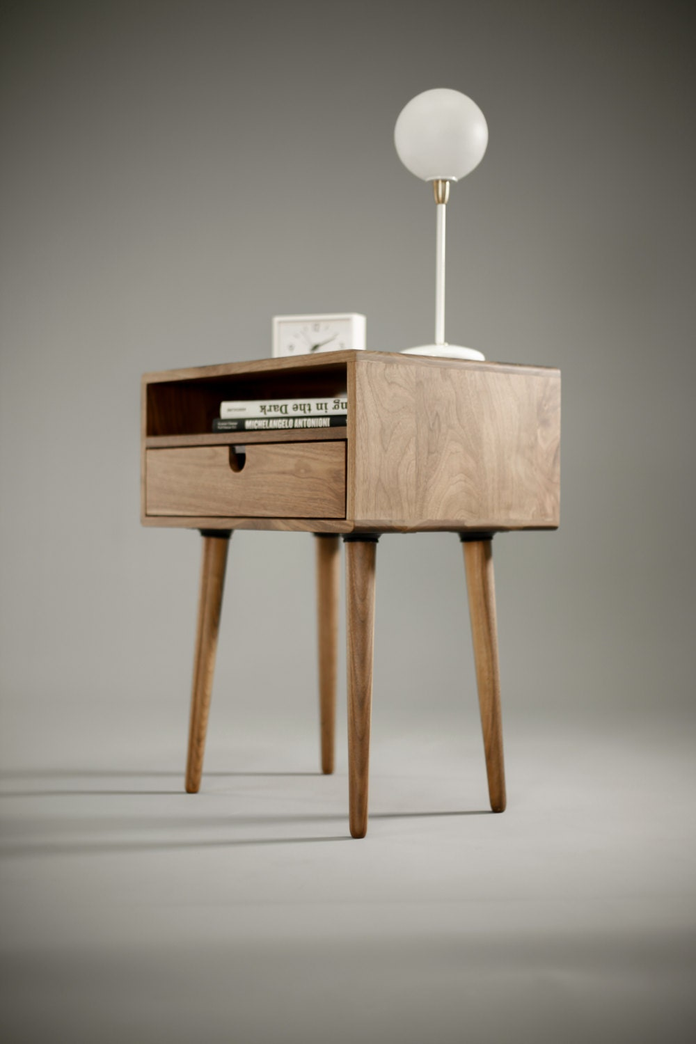 Mid century nightstand with drawer in walnut - Table de chevet new york ...