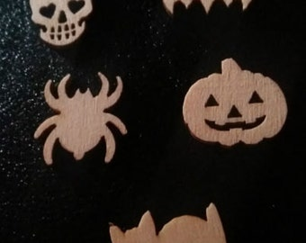 20 Pieces of Assorted Wooden Halloween Shapes - Consists of Bats, Cats, Pumpkins, Skulls & Spider. 15mm length. Ideal for Decorations